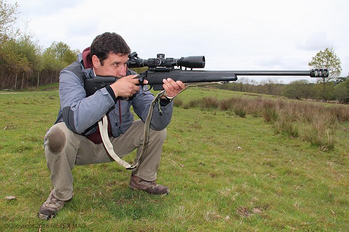 Tikka T 3, position adaptée, tir longue distance, sangle Impacts, kahlès, rocher, prise en main , fondamentaux en tir, K 312 II, utilisation de la sangle de carabine, technique de tir à la sangle, transport de l'arme avec une sangle, port de l'arme avec une sangle, carabine position accroupie