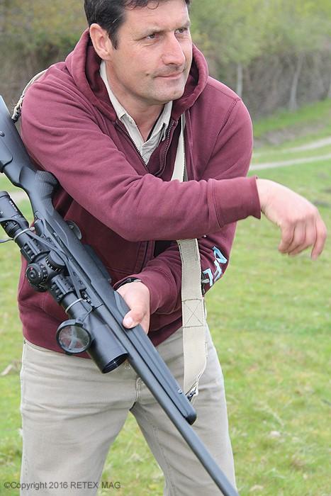 Tikka T 3, position adaptée, tir longue distance, sangle Impacts, kahlès, rocher, prise en main , fondamentaux en tir, K 312 II, utilisation de la sangle de carabine, technique de tir à la sangle, transport de l'arme avec une sangle, port de l'arme avec une sangle, carabine